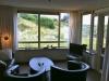 Woonkamer met nieuwe breedbeeld LCD TV huisje ameland vakantie